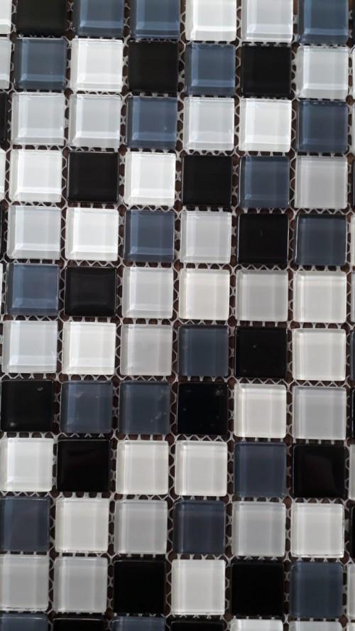 Pastilha 30x30 -10455 Vidro mesclada, cinza, branco e preto